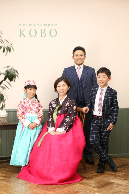 正装の家族写真
