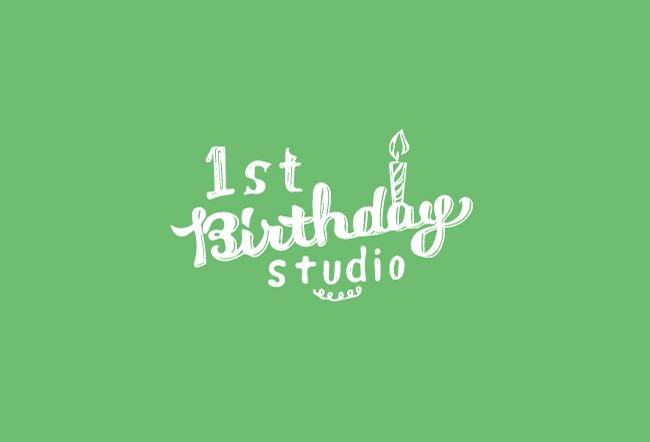 ファーストバースデースタジオのロゴ